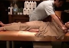 Beautiful Japanese babe gets sexually fulfilled by a masseur