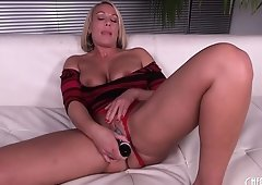 Mellanie Monroe shakes her deliciously juicy ass for the cameras