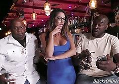Several black dudes fuck deep throat and wet cunt of juggy milf Dava Foxx