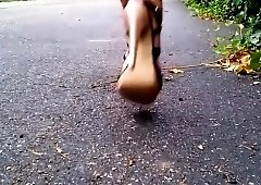 Long-legged amateur lady in high heels flaunts her sexy feet