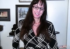 Nerdy USA wife Rose is actually really into sucking delicious cock