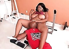 Munching cunt of fat black girl in the gym