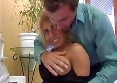 beurette blonde baisee sur le piano