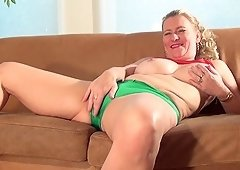 Martine B uses a massive vegetable to make her cunt throb