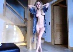 amateur emilianayepes flashing boobs on live webcam