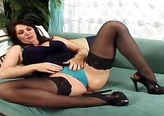 Rayveness is the last MILF youll get to see and once she removes