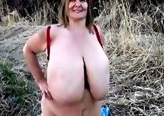 Big natural tits swinging outdoord .