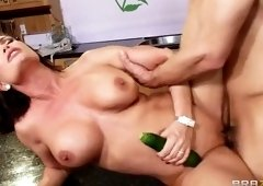Fine-looking busty mom Diamond Foxxx
